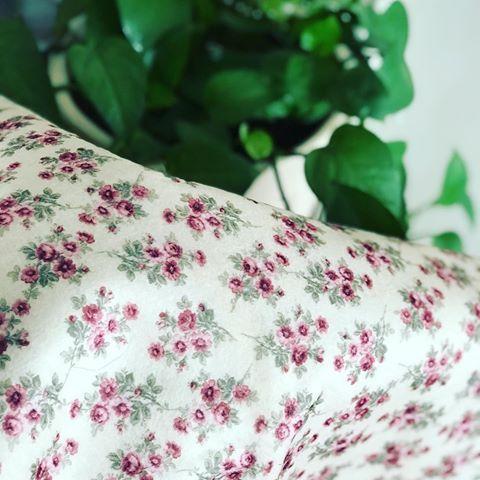 پارچه نمدی گلدار